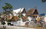 Wat Yai Suwannaram dates from the 17th century Ayutthaya period.